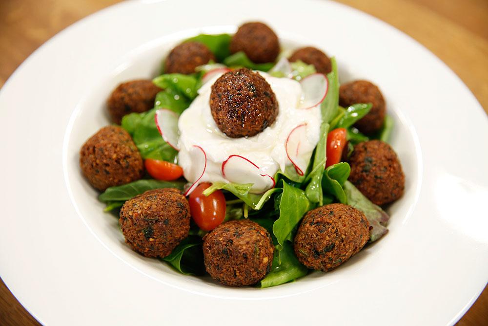 Falafelli Salata