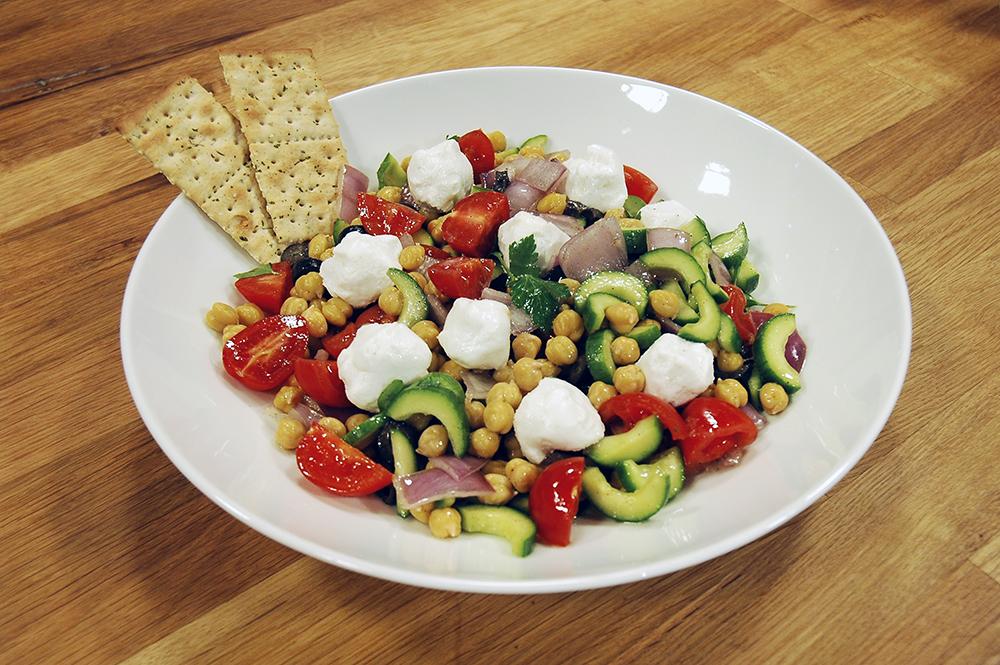 Keçi Peynirli Nohut Salatası