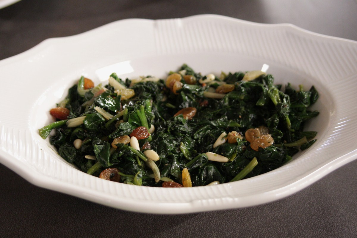 Kuru Üzümlü Ispanak Salatası