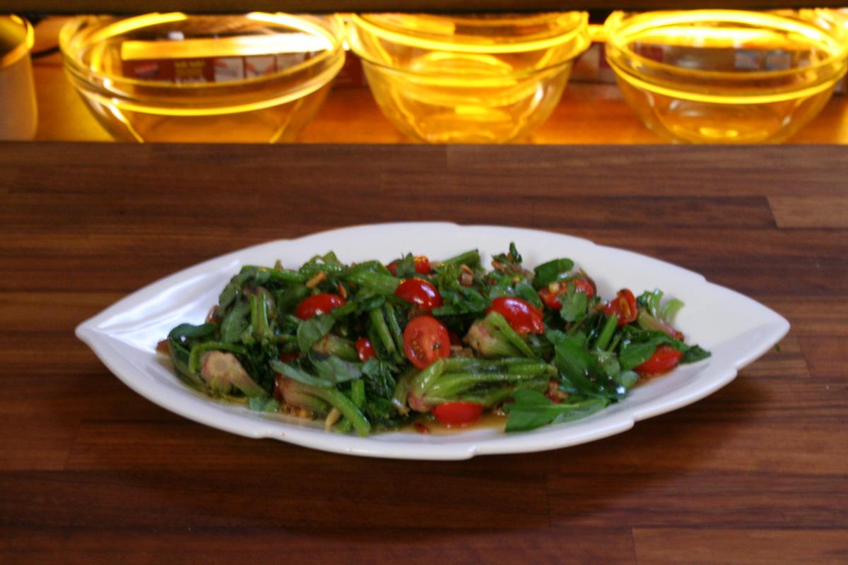 Ramazan Tarifleri : Kuru Üzümlü Ispanak Salatası